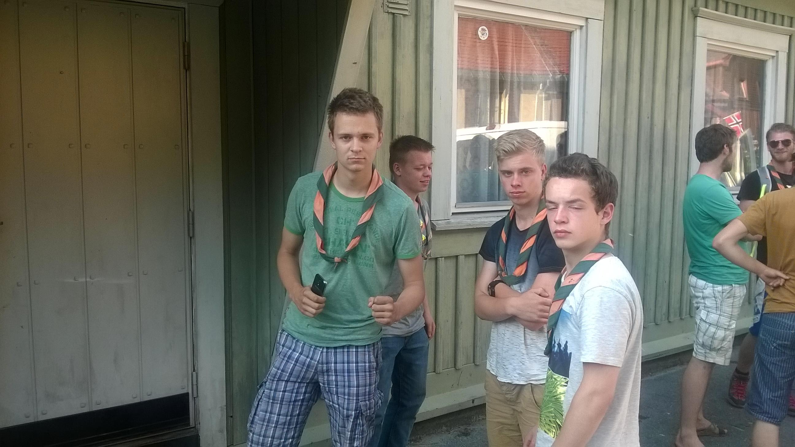We zijn net aangekomen in bij het gebouw van de scouting groep in Rjukan, het was een lange, zware reis...